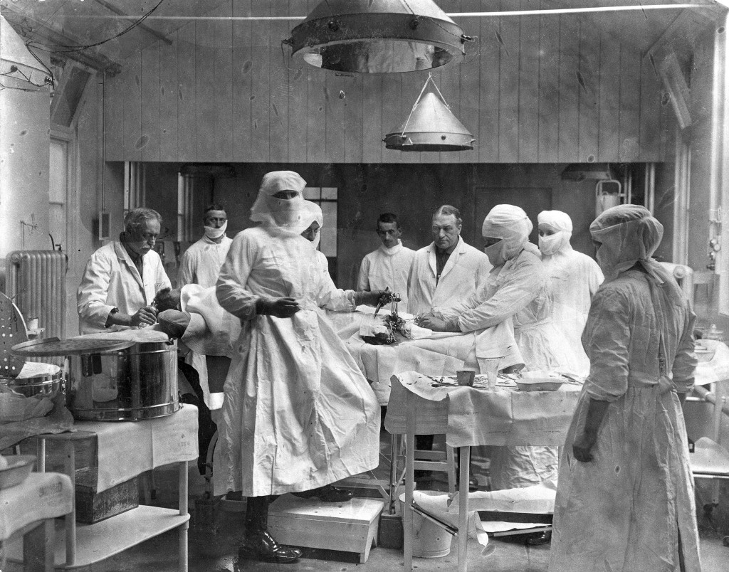 L0025824 Operating theatre, Oxford. Credit: Wellcome Library, London. Wellcome Images images@wellcome.ac.uk http://wellcomeimages.org Operating theatre, 3rd Southern Hospital, Oxford dated 1915-16. 1915 - 1916 Nathen (d. 1958) and Dorothy (d. 1986) Waller. Published: - Copyrighted work available under Creative Commons Attribution only licence CC BY 4.0 http://creativecommons.org/licenses/by/4.0/